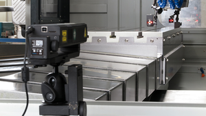 The µLine laser interferometer measurement system includes the laser interferometer with integrated compensation unit, various reflectors and wireless environmental sensors. The package also includes the software for automatic measurement and automatic compensation of the CNC and CMM machines.