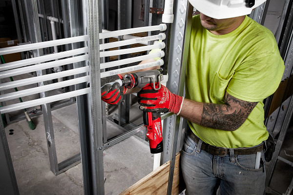 A contractor using the new M12 Fuel ProPEX Expander.