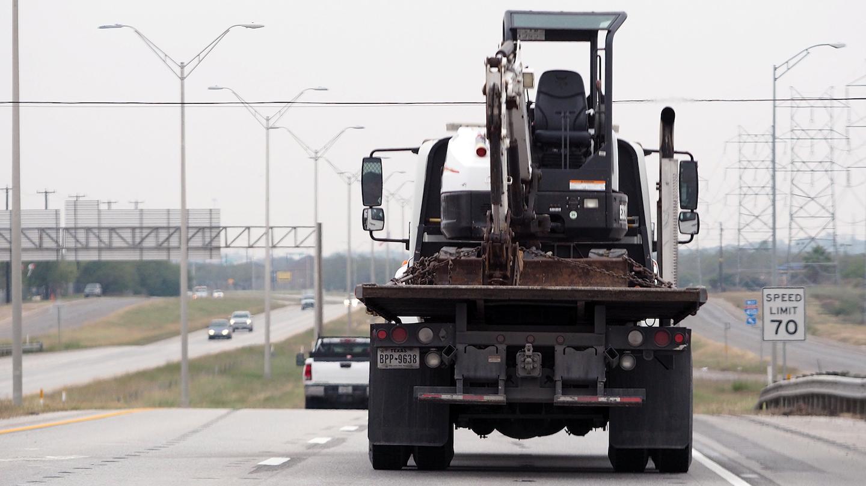 Www Fleetowner Com Sites Fleetowner com Files 062718 Trucks Mixing In Traffic Agm 0