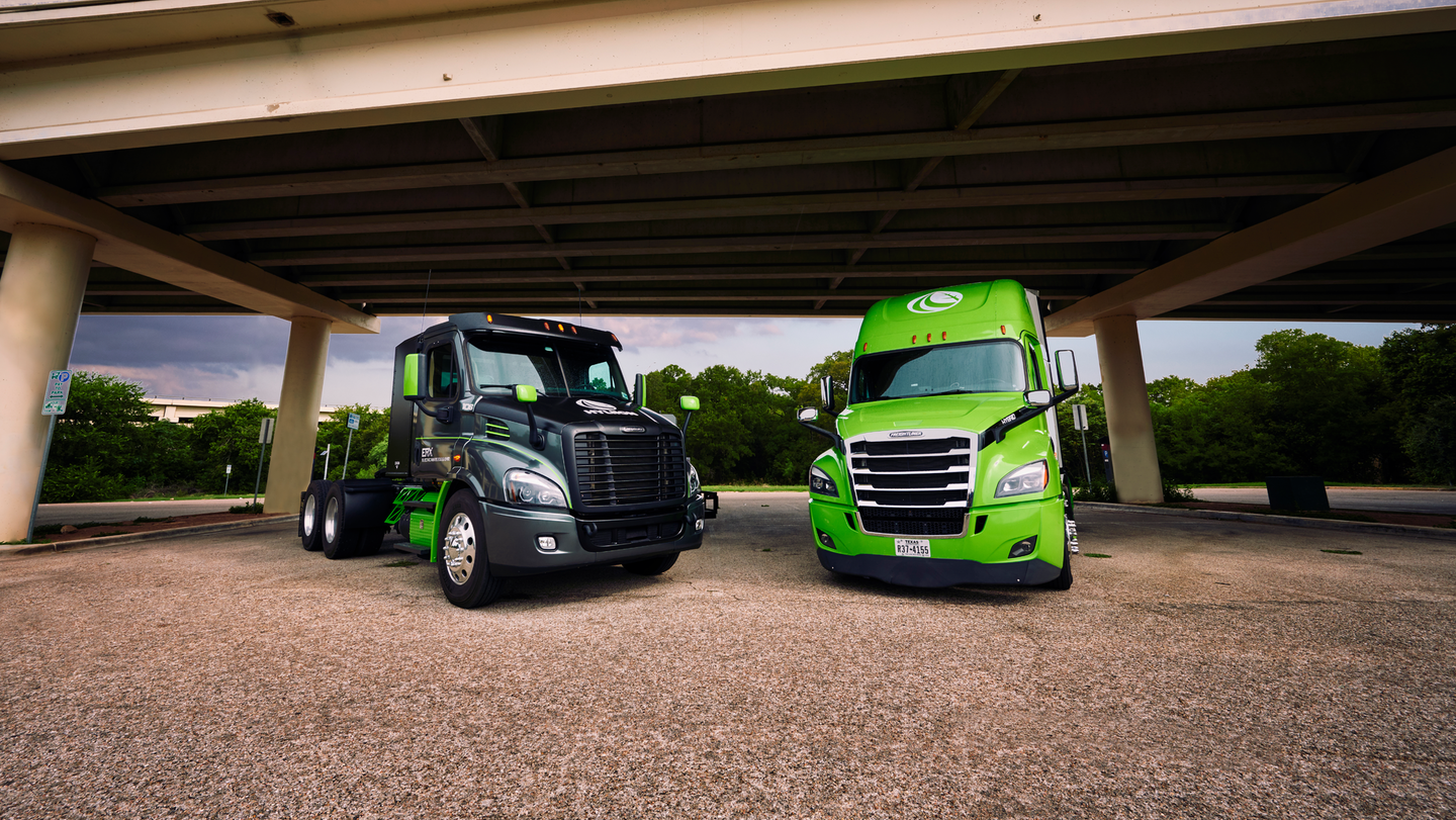 The Hyliion Hypertruck ERX (left) and the Hybrid Diesel (right).