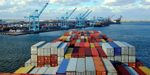 Container Ship Outside Newark, New Jersey © Mariusz Bugno Dreamstime
