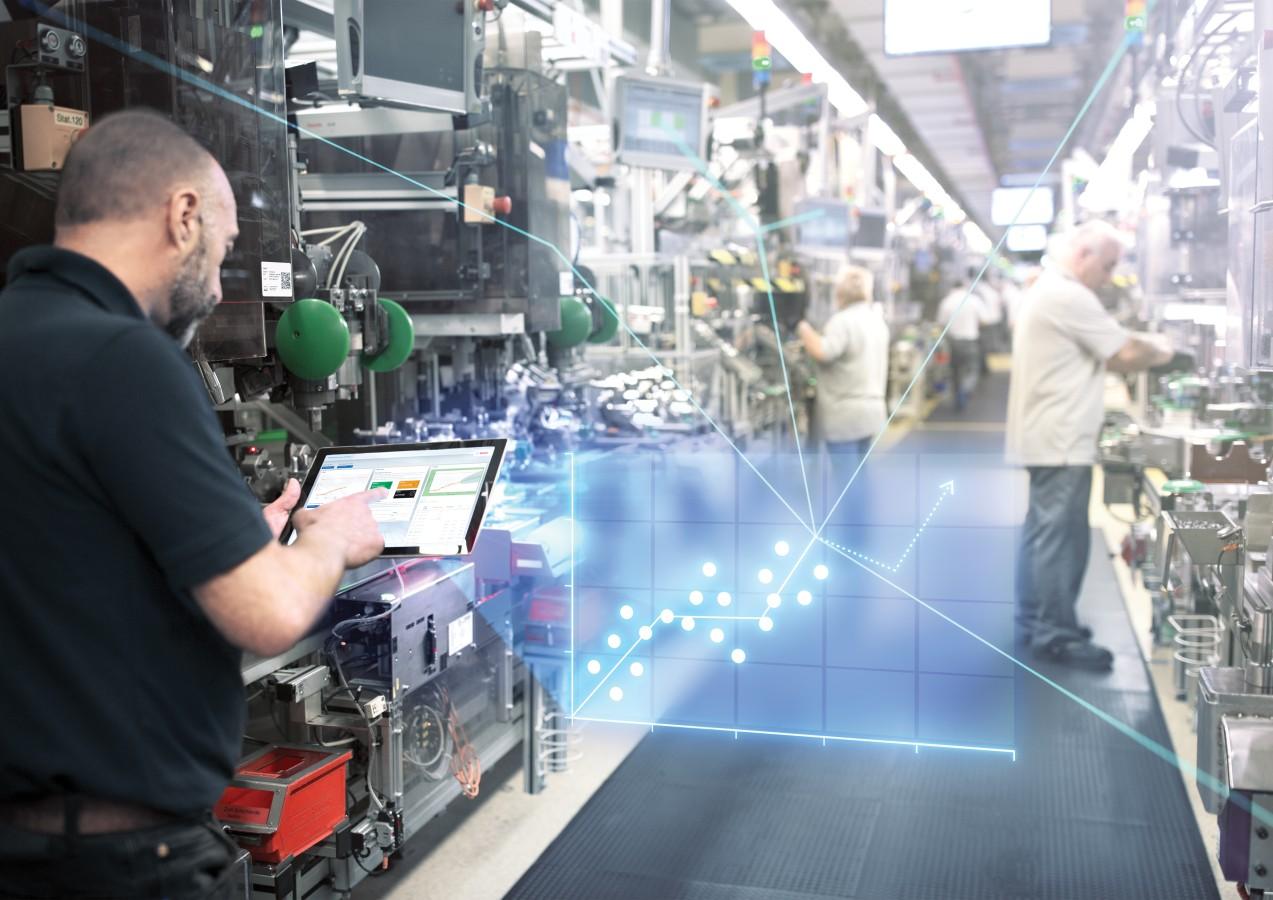 Le système d'application industriel Nexeed de Bosch propose un logiciel qui enregistre, traite et visualise les données de production et de logistique.