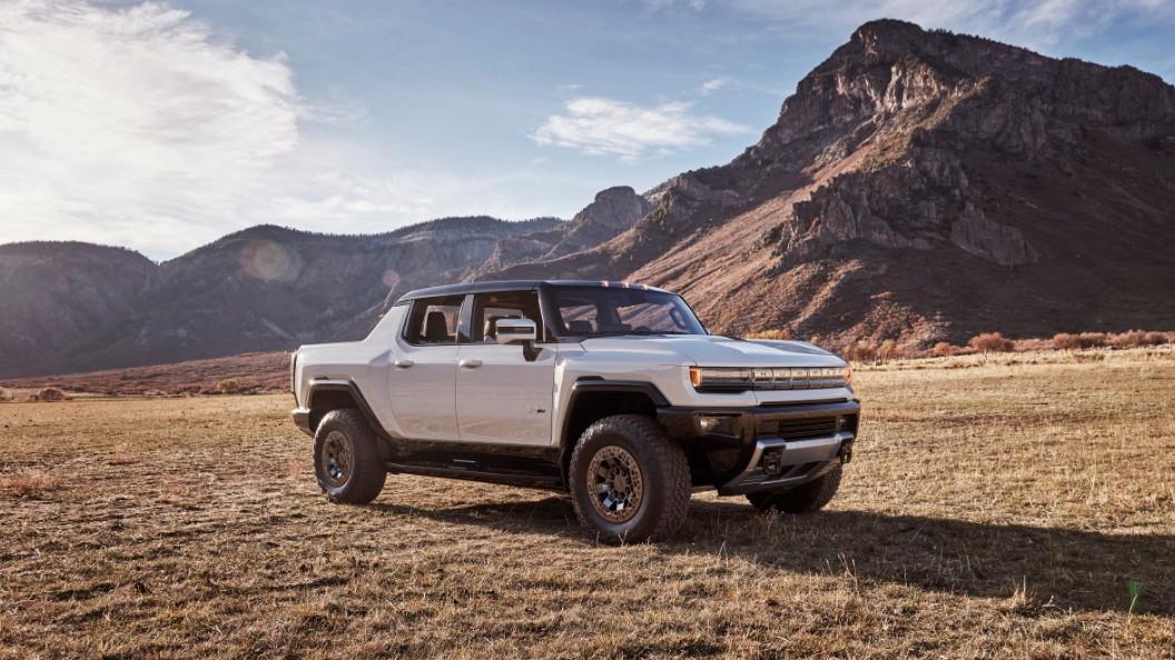 Le GMC HUMMER EV 2022 est le premier véhicule entièrement électrique du portefeuille de GMC et tirera son énergie des batteries Ultium de GM.