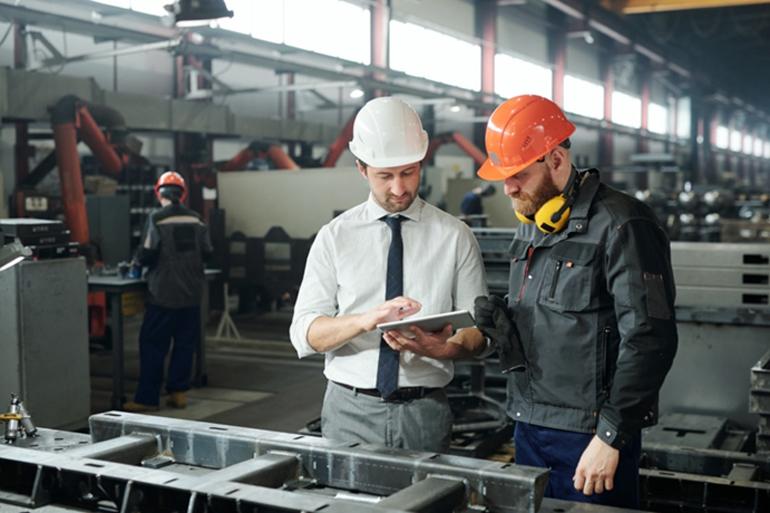 Des visites périodiques effectuées par des experts du fournisseur d'équipement d'assemblage peuvent détailler l'inventaire et l'état de l'équipement, y compris des recommandations pour la maintenance corrective et préventive, l'étalonnage, les mises à niveau, la remise à neuf ou le remplacement.
