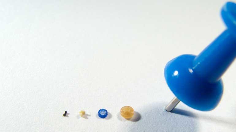 Le moulage par micro-injection convient aux pièces conçues avec un poids inférieur à un milligramme et une taille inférieure à 1 mm.