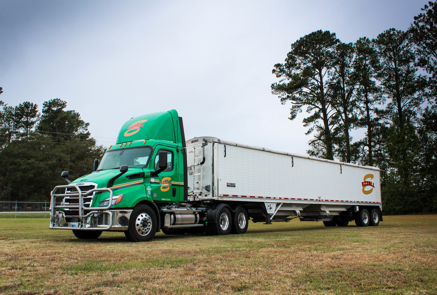 Ezzell Trucking runs a fleet of daycabs and pays drivers by the ton.
